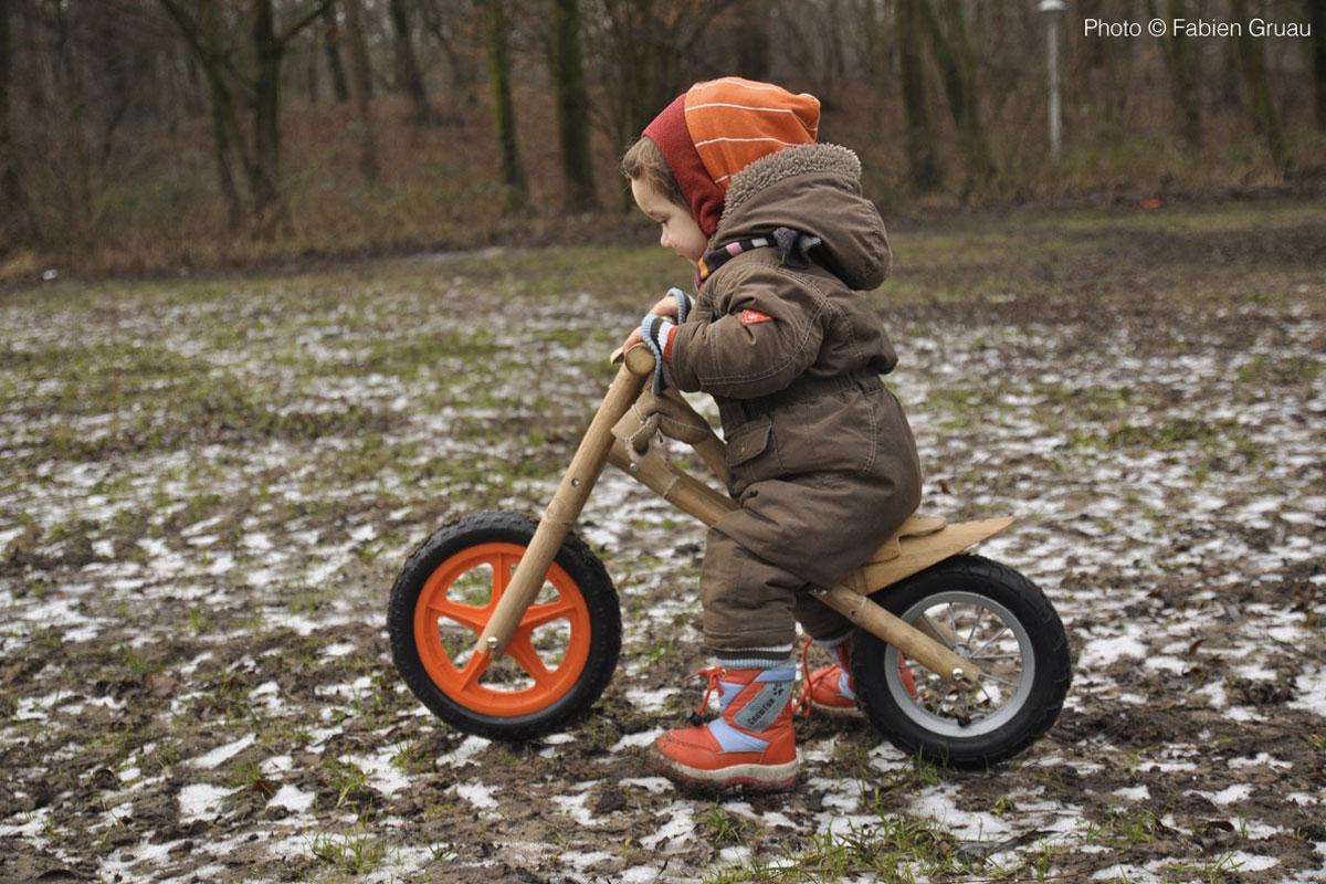 photo kid on bamboo push bike